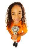 有得奖的杯子的非洲黑人女孩从上面 库存图片