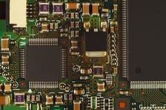 有微集成电路的微电子学电路从数字式设备关闭上  免版税库存图片