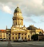 有德国大教堂的全景Gendarmenmarkt广场 免版税库存照片