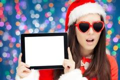 有心脏太阳镜和片剂的惊奇的圣诞节女孩 免版税库存照片