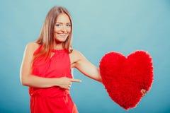 有心脏形状枕头的妇女 所有cmyk颜色日编辑可能的单元文件例证分别地分层了堆积爱模式打印准备好的s华伦泰 库存照片