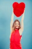 有心脏形状枕头的妇女 所有cmyk颜色日编辑可能的单元文件例证分别地分层了堆积爱模式打印准备好的s华伦泰 免版税库存照片