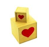 有心脏的木箱子在白色背景 库存照片