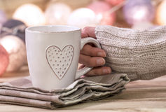 有心脏的热的杯子 库存图片