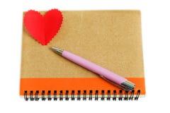 有心脏的笔记本。 图库摄影
