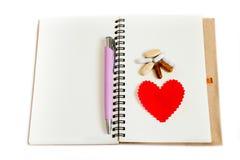 有心脏的笔记本。 免版税库存图片