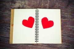 有心脏的笔记本 免版税库存照片
