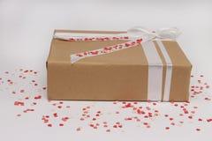有心脏的被隔绝的礼物盒 库存图片