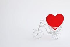 有心脏的装饰自行车 背景方式 免版税库存图片