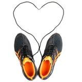 有心脏的黑运动鞋在白色 免版税库存图片
