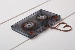 有心脏磁带形状的葡萄酒卡式磁带  图库摄影