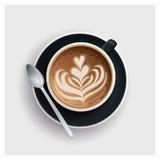 有心脏设计的热奶咖啡杯子在上面 图库摄影