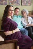 有快乐夫妇的代孕妇 库存照片