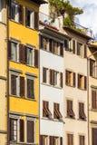 有快门的老房子在佛罗伦萨,意大利 图库摄影
