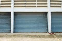 有快门门的仓库 库存照片