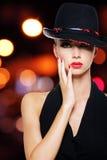 有性感的美丽的红色嘴唇的魅力性感的妇女 库存图片