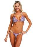 有性感的身体的年轻运动女孩在比基尼泳装 免版税库存图片