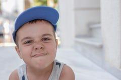 有恼怒的面孔的男孩 库存照片