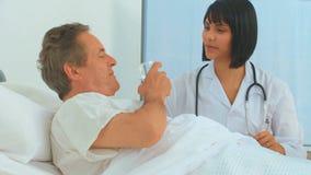 有患者的亚裔护士 股票视频