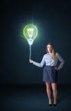 有想法电灯泡的女实业家 库存图片