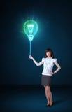 有想法电灯泡的女实业家 免版税库存图片