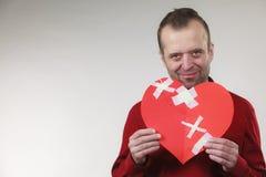 有愈合的心脏的微笑的人 免版税库存照片