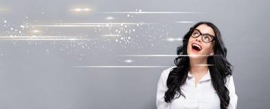 有愉快的年轻女实业家的数字式屏幕 免版税库存图片