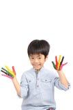 有愉快的微笑的亚裔逗人喜爱的男孩 免版税库存照片