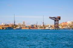 有战舰停泊的手指码头在澳大利亚海军的主要舰队基地跑了创立 免版税库存图片