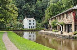 有房子和码头的Brecon和蒙茅斯运河 库存照片