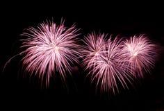 有房子的五颜六色的烟花在Zurrieq点燃 马耳他烟花节日,独立日,新年 免版税库存图片