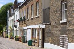 有房子的在诺丁山区,伦敦,英国一条典型的街道 免版税库存图片