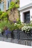 有房子的在诺丁山区,伦敦,英国一条典型的街道 图库摄影