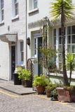 有房子的在诺丁山区,伦敦,英国一条典型的街道 免版税库存照片