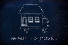 有房子的搬家工人的卡车在上面,准备移动! 免版税库存照片