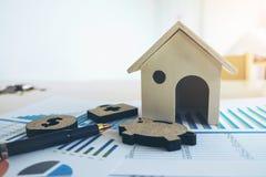 有房子的财政银行股报表,贪心,医疗, 免版税图库摄影