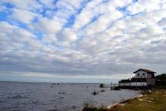 有房子的Merin盐水湖 免版税库存图片