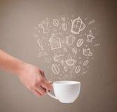 有手拉的厨房辅助部件的咖啡杯 免版税图库摄影