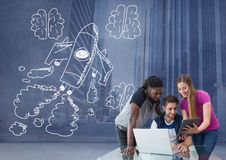 有手拉的火箭和脑子的创造性的人 库存图片