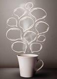 有手拉的讲话泡影的咖啡杯 免版税图库摄影