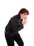 有手指的中年妇女在嘴 免版税图库摄影