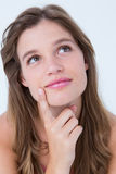 有手指的体贴的妇女在下巴 免版税库存照片