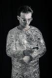 有手机的太空人 库存图片