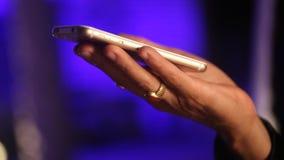 有手机的女性式样手 影视素材