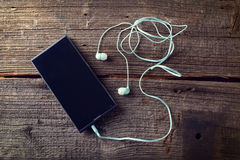 有手机的小耳机 免版税库存图片