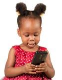 有手机的小非裔美国人的女孩 库存图片
