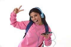 有手机的跳舞少妇或学生的女孩听音乐耳机唱歌和 免版税库存图片