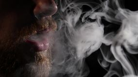 有抽电子香烟的胡子的人 投反对票 关闭 股票视频