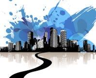 有抽象蓝色云彩的城市摩天大楼。 免版税库存照片