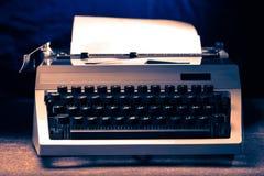 有拉丁字母的打字机在定调子 免版税库存图片